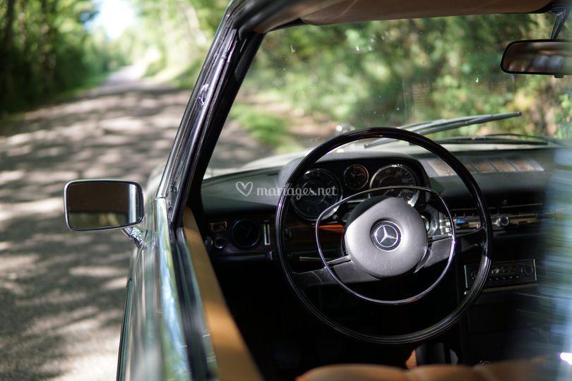 Intérieur Mercedes 250 CE