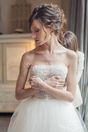 En plein laçage de robe