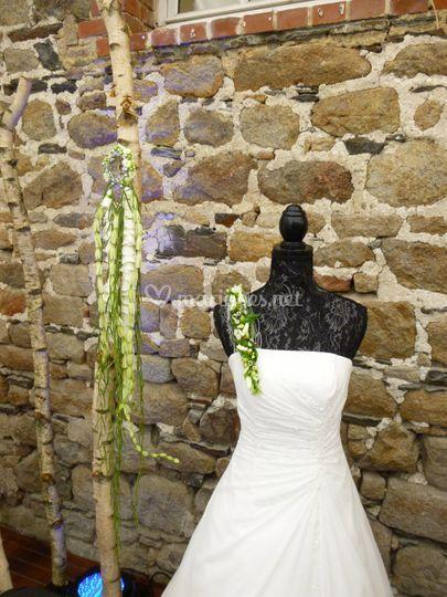 Bracelet et bretelle fleurie