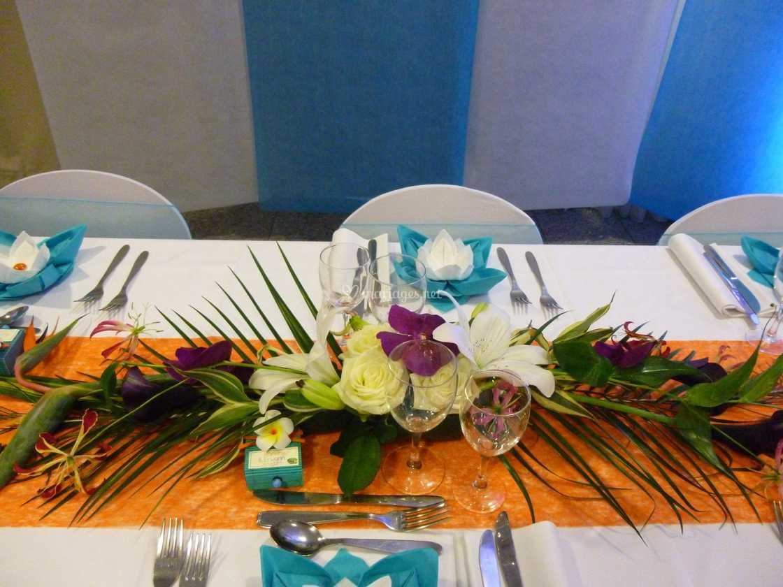 Centre De Table Exotique De Dâmes En Fleurs Photo 48