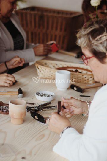 Atelier cuir lors d'un mariage