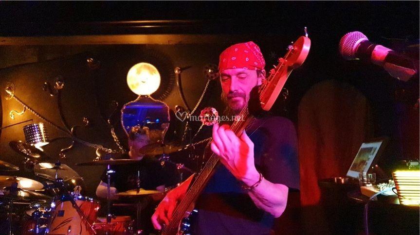 Nico, bassiste