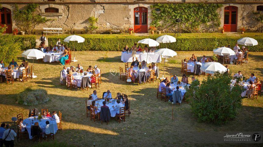 Diner sur la pelouse centrale