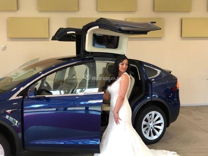 Mariée et la Tesla