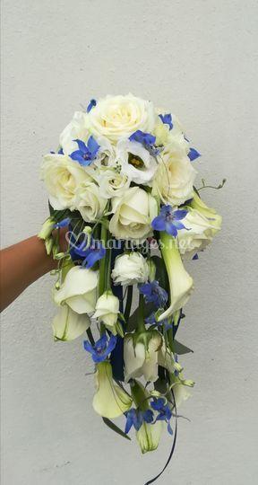 Bouquet chute blanc et bleu
