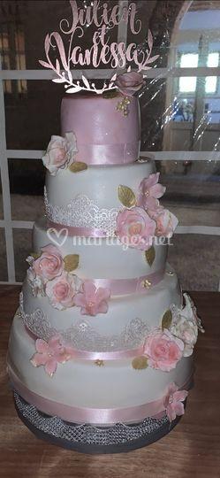 La vie en rose wedding cake