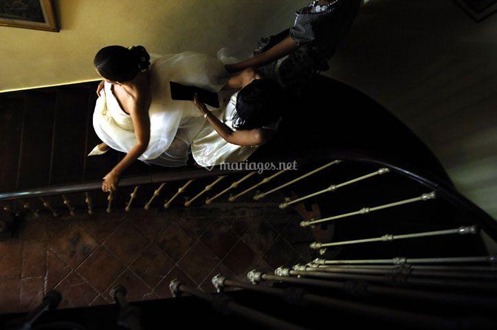 Photo de mariage - montée d'escalier