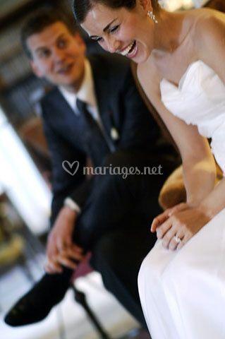 Photo de mariage - la mariée rit