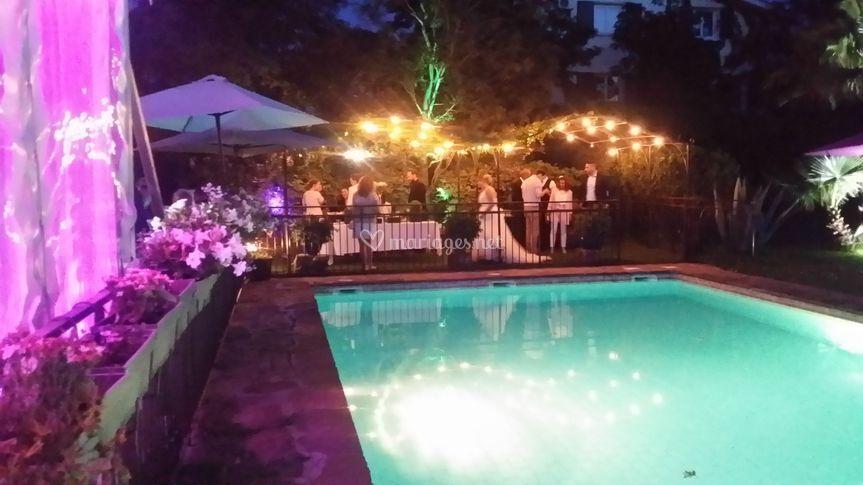 Mariage en bord de piscine