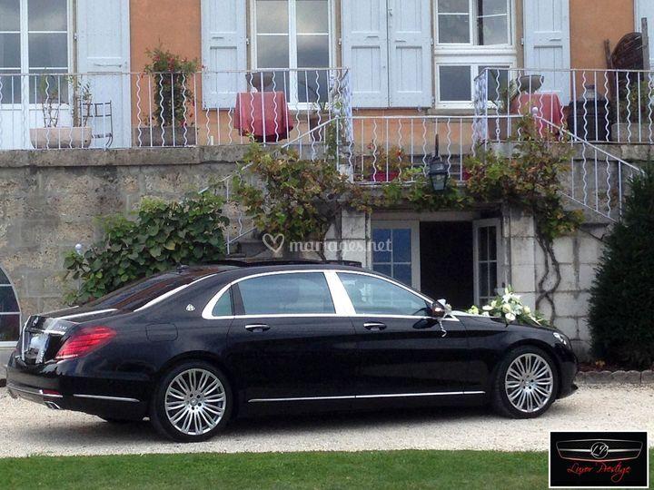 Maybach limousine v8