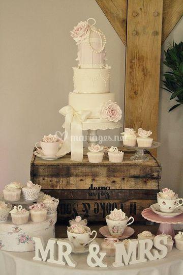 Wedding cake + cupcake