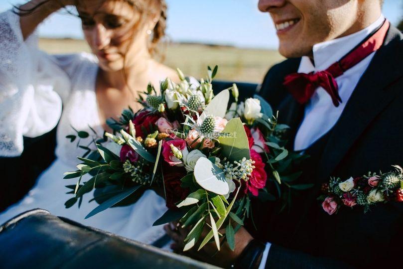Bouquet et cheveux au vent