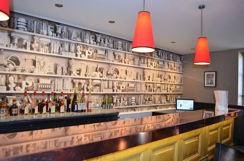 Salon/Bar