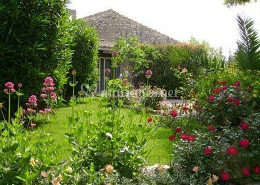Auberge de tavel for Auberge le jardin