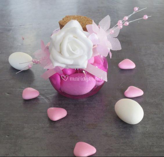 Boule rose fleurs perlées