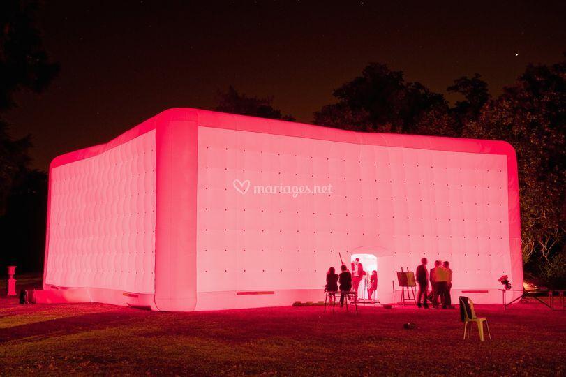 Cube extérieur nuit