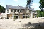 Ecuries et terrasse (1 000 m²)