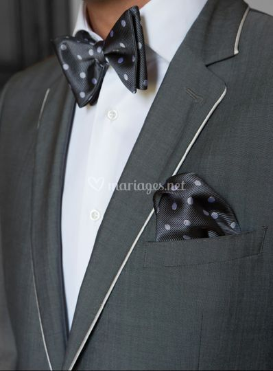 Costume gris à liseret clair