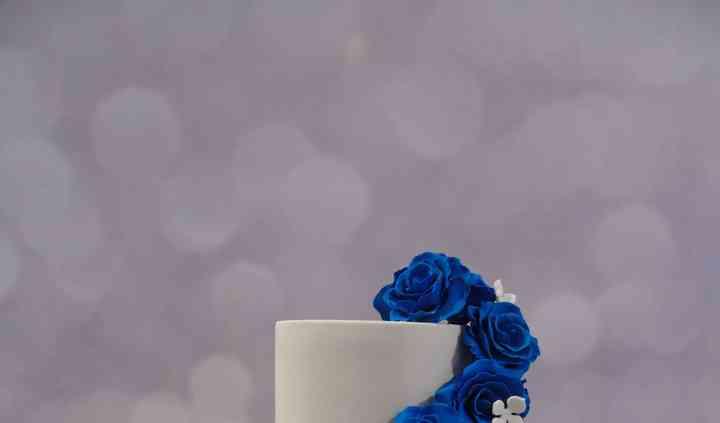 Wedding cake cascade roses