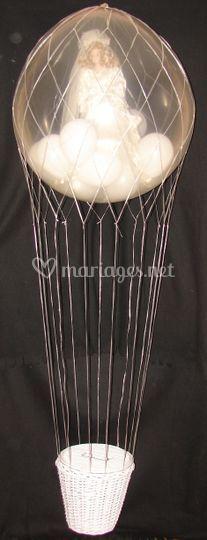 Montgolfiere avec ballon et mariee