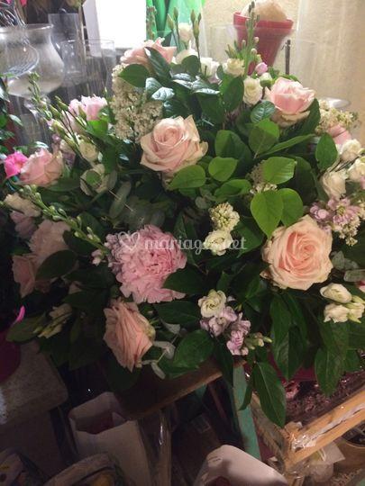 Composition de fleurs pastel