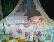 La parure de lit et les rideaux