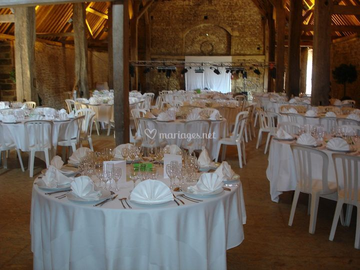 Décoration salle tables rondes