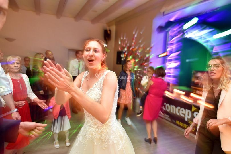 La mariée danse