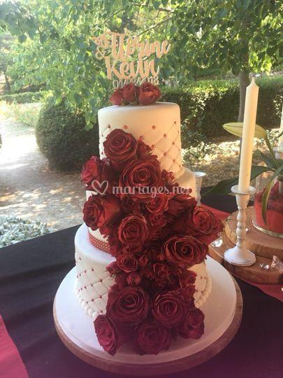 Wedding cake avec des roses