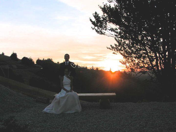 Mariés au soleil couchant