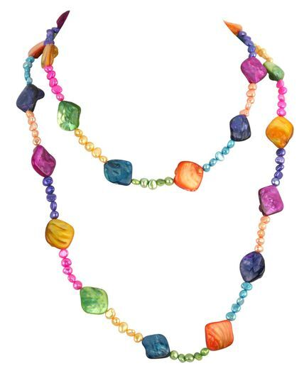 Collier multicolores de perles et coquillages