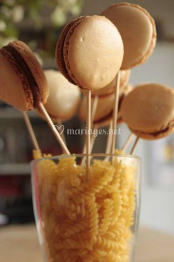 Macarons en sucettes
