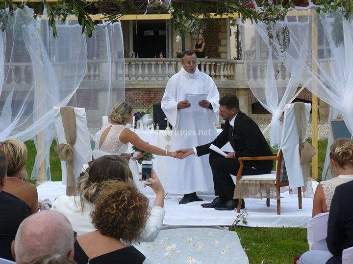 L'officiant en faux curé