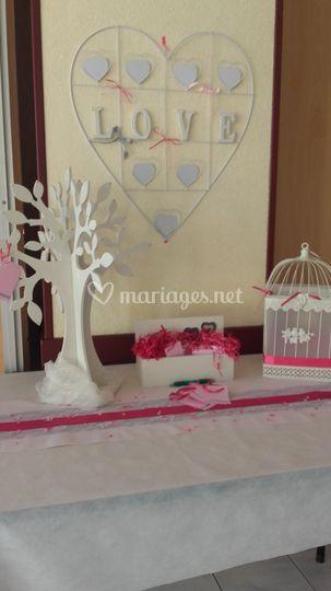 Table urne et arbre à voeux
