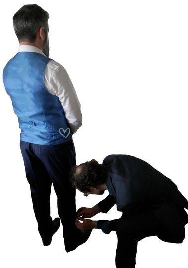 Marié en cours d'essayage