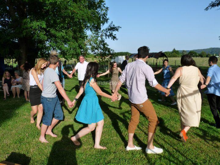 Danse dans l'herbe