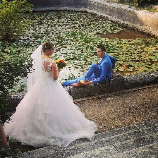Couple de mariés d'été
