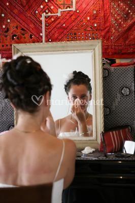 la mari 233 e devant sa glace de charlyne coiffeuse maquilleuse 224 domicile photo 13