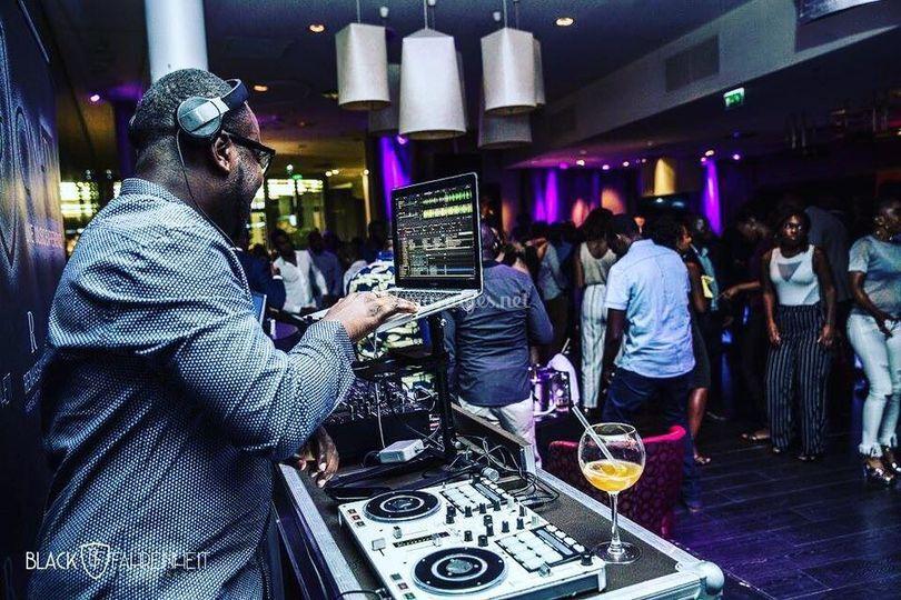 DJ Evra en démonstration