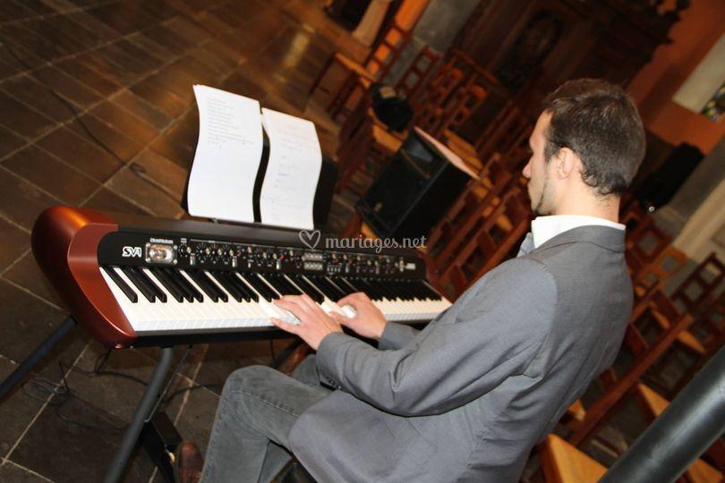 Piano église