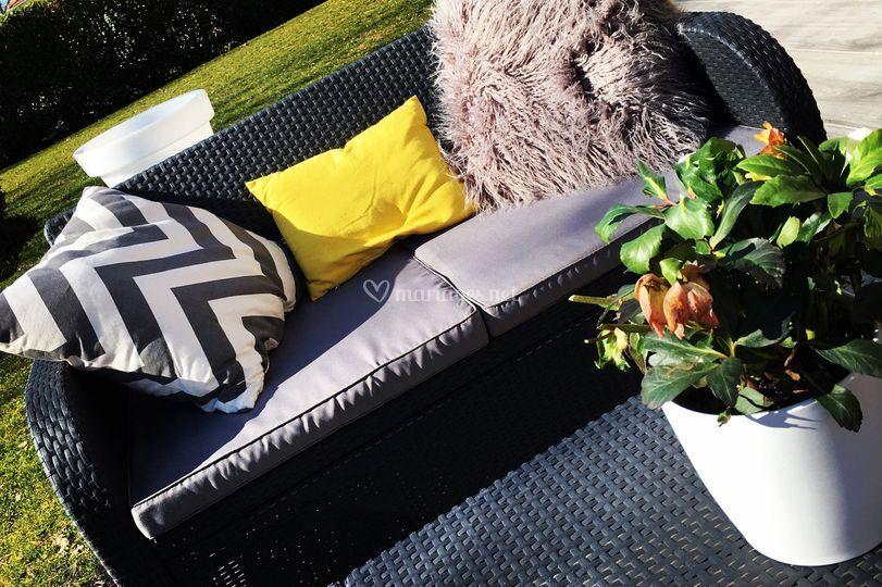 Canapés lounges avec coussins