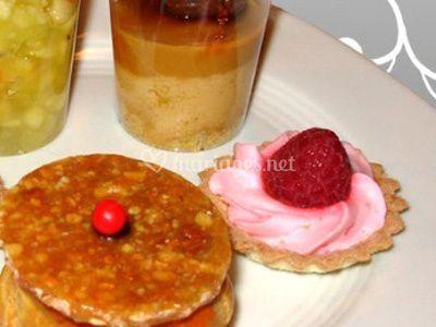 Différents desserts sur Agey Traiteur