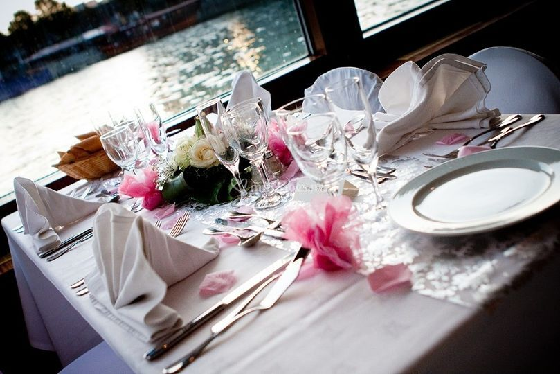 Table thème rose et blanc