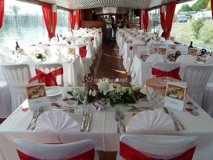 Tables thème rouge et blanc