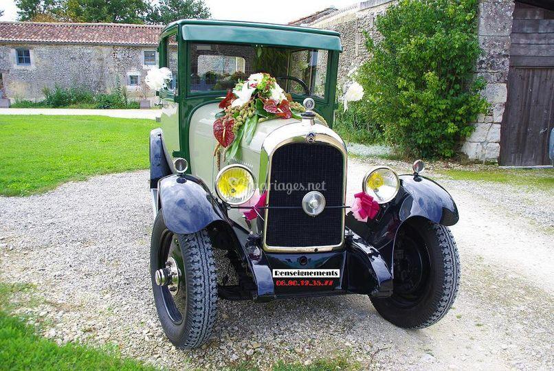 Belle voiture pour les mariés
