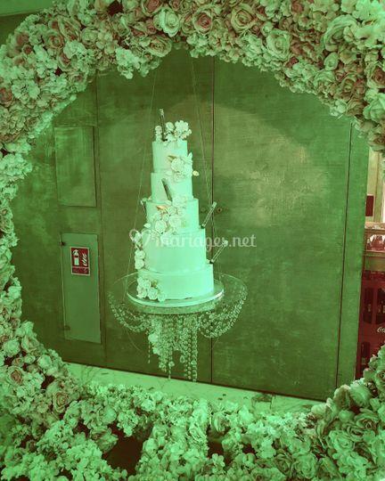 Gâteau suspendu sur arche