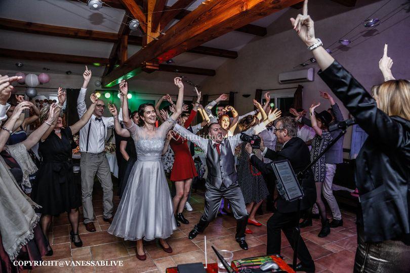 Partie dansante avec chanteuse