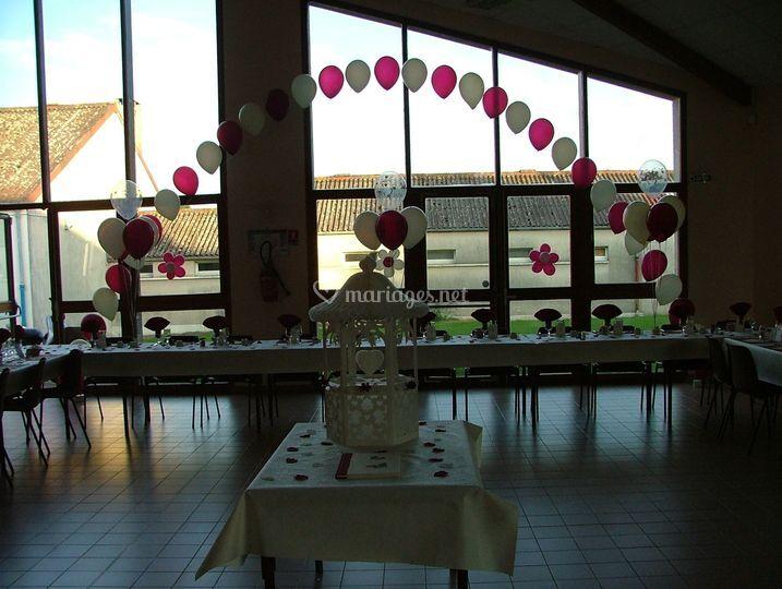 Arche des mariés à l'hélium