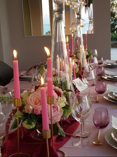 Table de mariage et bougies