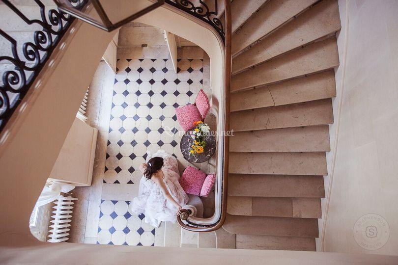 La mariée descend l'escalier
